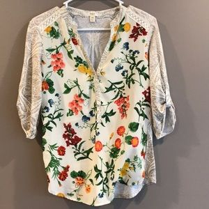 TINY Anthropologie floral top shirt XS